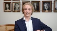 Teori møder politisk virkelighed - stud.polit. i FM